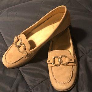 Naturalizer Ainlsley loafer, NWOT